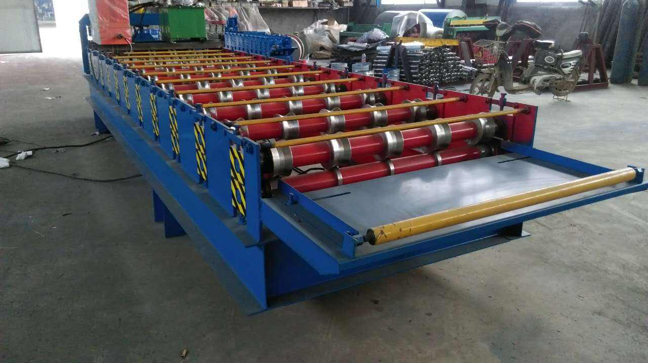 Industrial upgrading of the supply and demand market of color steel plate pressing machine
